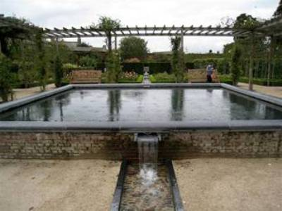 Alnwick Gardens Review by Suzanne Albinson