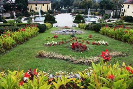 Villa Garzoni copyright Charles Hawes