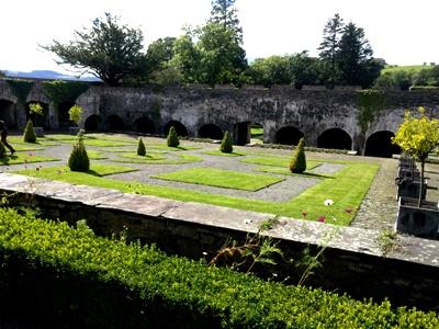 Cloister Garden © Anne Wareham Thinkingardens, think gardens, think in gardens, Aberglasney, Aberglasney Garden, South Wales Garden, Welsh garden, Anne Wareham, Veddw, garden review
