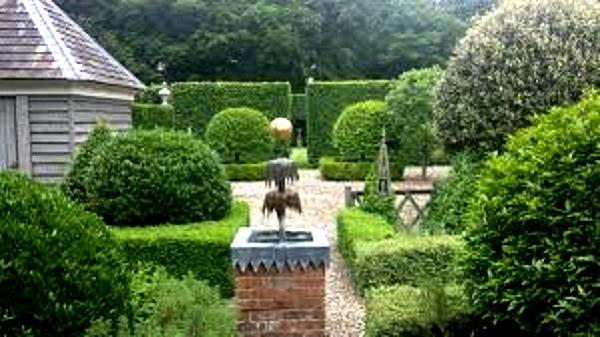 Fountain (2) George Carter Garden copyright Ann Hawkins.